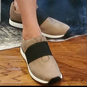 Vionic Codie Casual Sneaker in Taupe
